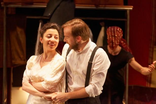 """Astrig Siranossian, Jeremias Nussbaum et Joris Frigerio dans """"LE CERCLE DE L'OMBRE"""" au Théâtre National de Nice"""